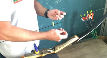 learn how to tie a nocking point on a recureve bow-tie on upper nocking point